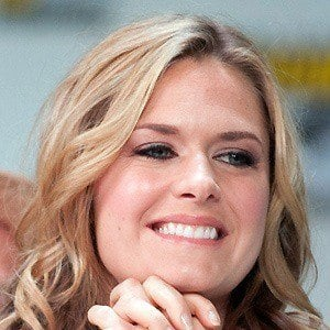 Maggie Lawson 4 of 10
