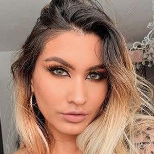 Manuela Giraldo Headshot 2 of 5