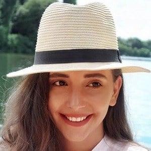 Manuela Lupascu Headshot 5 of 6