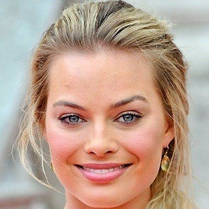 Margot Robbie 2 of 10