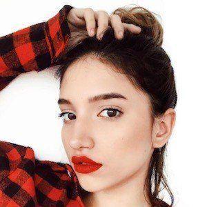 Mariam Obregón 5 of 10