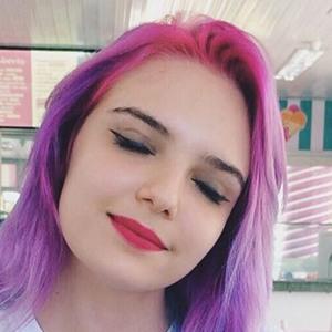 Mariana Devogeski 4 of 6