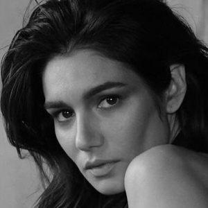 Mariela Garriga Headshot 6 of 10