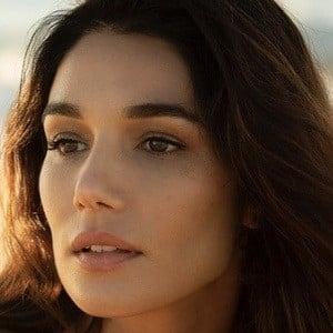 Mariela Garriga Headshot 9 of 10