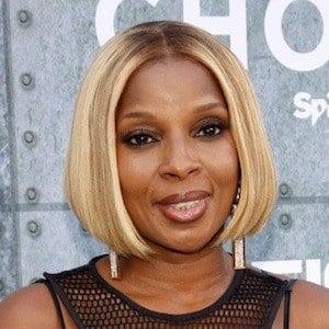 Mary J. Blige Headshot 8 of 10
