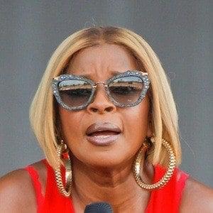 Mary J. Blige Headshot 9 of 10