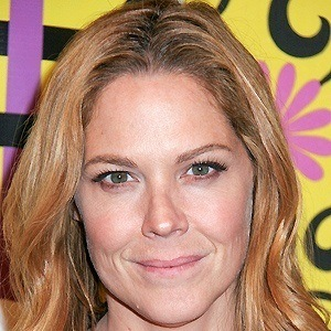 Mary McCormack 2 of 5