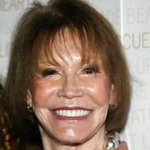 Mary Tyler Moore 2 of 6