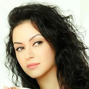 Maryam Zakaria 5 of 6