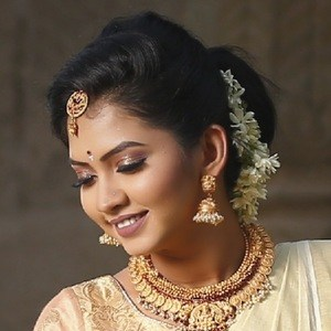 Meera Joshi 5 of 9
