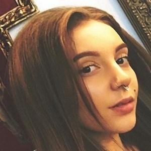 Melania Yaneva 3 of 6