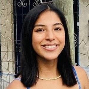 Melany Sofia De Leon Palacios Headshot 8 of 10
