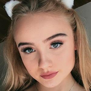 Mia Ruby Headshot 3 of 10