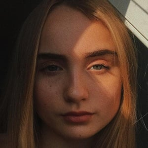 Mia Ruby Headshot 4 of 10