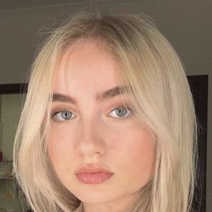 Mia Ruby Headshot 8 of 10