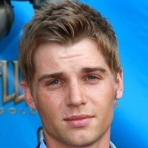 Mike Vogel 4 of 10