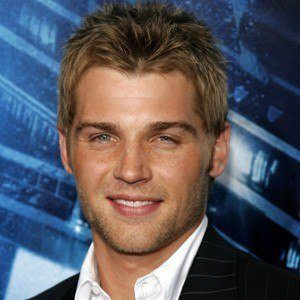 Mike Vogel 6 of 10