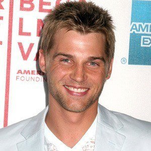 Mike Vogel 7 of 10