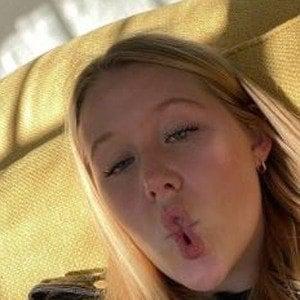 Miranda McKeon 6 of 10