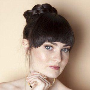Molly Burke Headshot 3 of 4