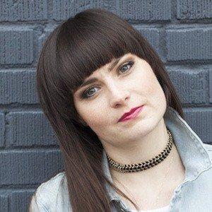 Molly Burke Headshot 4 of 4