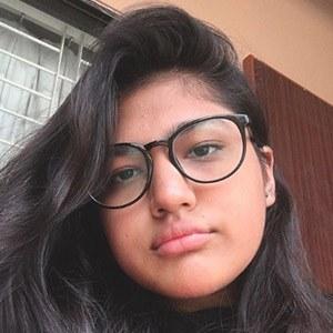 Momina Munir 2 of 5