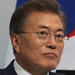 Moon Jae-in 4 of 5