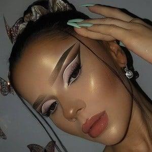 Nadina Ioana Headshot 4 of 10