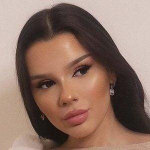 Nadina Ioana Headshot 5 of 10
