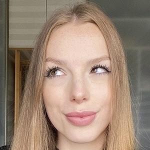 Natalia Madej Headshot 3 of 10