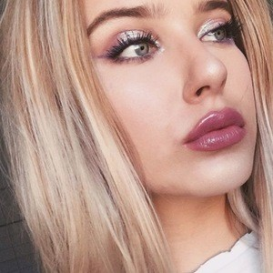 Natalie Hefnerova 4 of 6