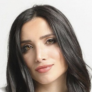 Nicole Lopez-Alvar Headshot 8 of 10