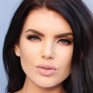 Nicole Thorne 4 of 6