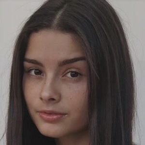 Nicole Vargas Headshot 4 of 4