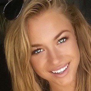 Nikki Leigh 2 of 6
