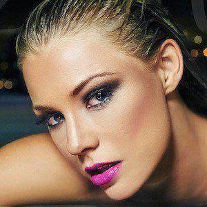 Nikki Leigh 3 of 6