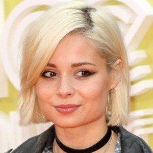 Nina Nesbitt 6 of 10