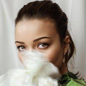 Nina Skalikova 4 of 10