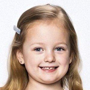 Olivia Busby Headshot 9 of 10