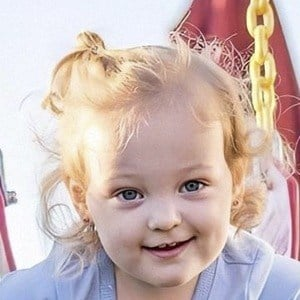 Olivia Busby Headshot 10 of 10