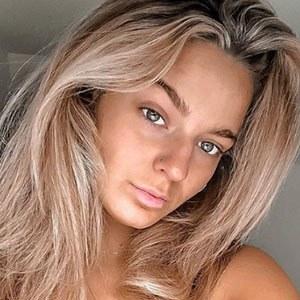 Olivia Guy 2 of 6