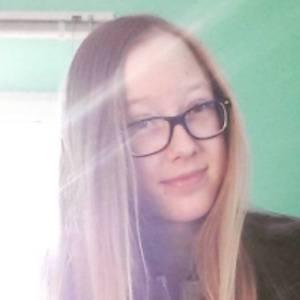 Oliwia Sawinska 2 of 6