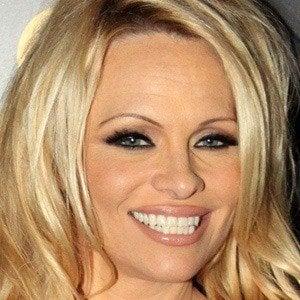 Pamela Anderson 4 of 10