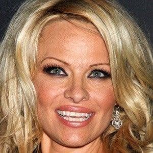 Pamela Anderson 5 of 10
