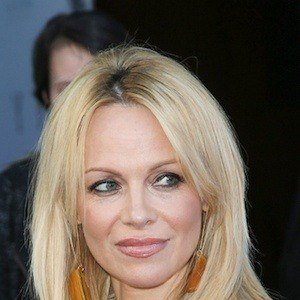 Pamela Anderson - Bio, Facts, Family | Famous Birthdays