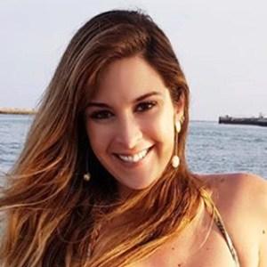 Pamela Magalhaes 4 of 6