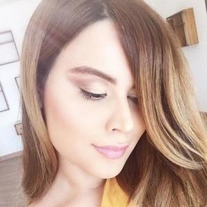 Paria Arabzadeh 2 of 7