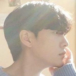 Park Hyung Seok Headshot 3 of 10