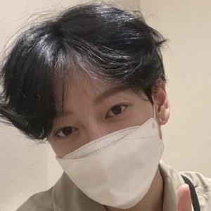 Park Hyung Seok Headshot 4 of 10