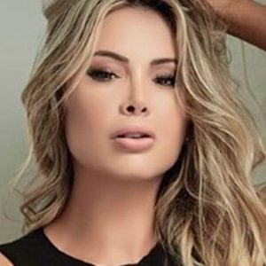 Paula Andrea Restrepo 4 of 5